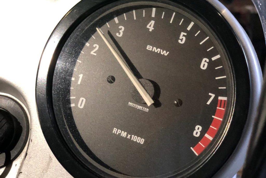 Snelheidsmeter van een motor. Symboliseert de energiemeter, één van de basis-technieken van de Davis-methode.