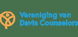 Logo van de VvDC, Vereniging van Davis Counselors, waarbij Saisi aangesloten is.